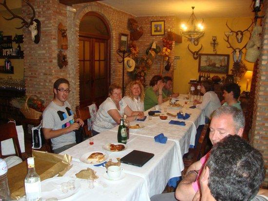 Hotel La Finca Mercedes: Cena con un grupo de amigos