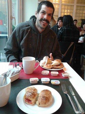 Circus Hostel & Hotel: Desayuno del Hostal!
