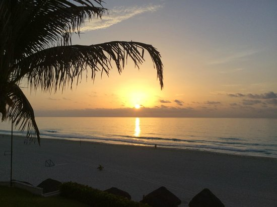 Omni Cancun Resort & Villas: Begin your day with this sunrise!!