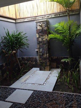 Sudamala Suites & Villas Senggigi: Outdoor shower