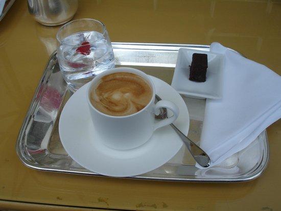Rome Cavalieri, Waldorf Astoria Hotels & Resorts : cappaccino!!