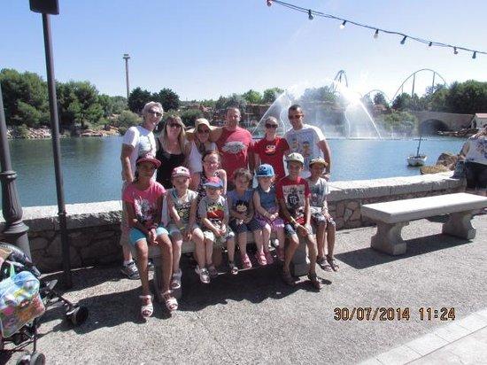 PortAventura World: Family photo on theme park