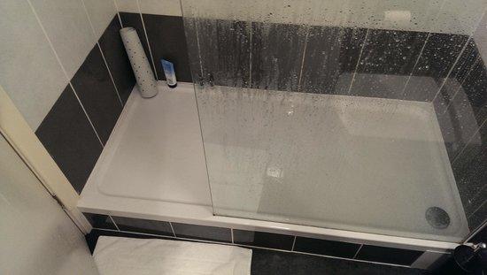 BEST WESTERN Lancashire Manor Hotel: Shower area