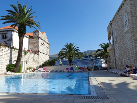Hotel Lapad: View from side of pool