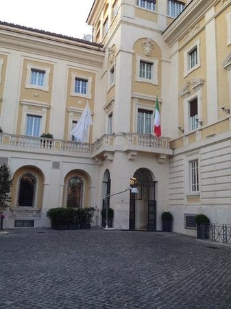 Palazzo Montemartini: Beautiful building