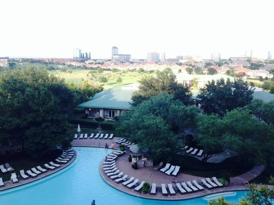 Four Seasons Resort and Club Dallas at Las Colinas : Pool View from Room