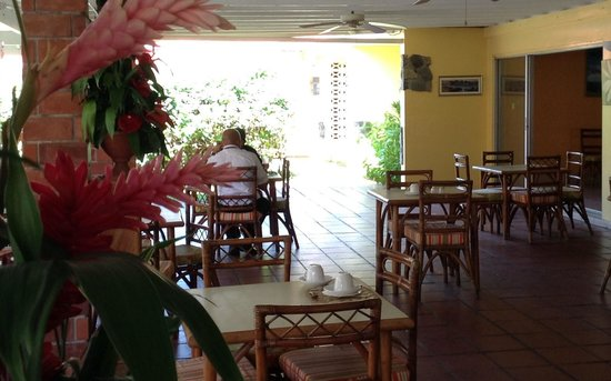 Sunset Shores Beach Hotel: Dining area for breakfast