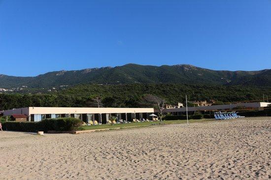 Club Marmara Grand Bleu: une partie de l'hôtel vu de la plage