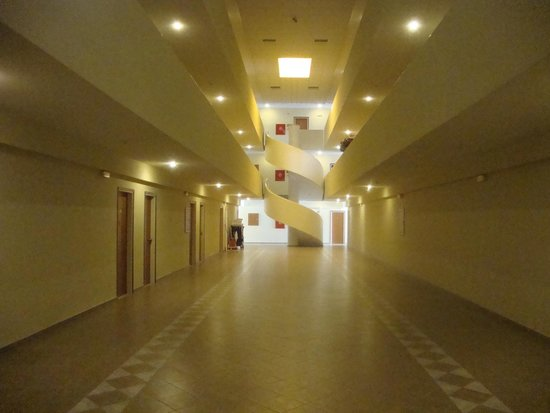 Astir Palace Hotel: An useless hall