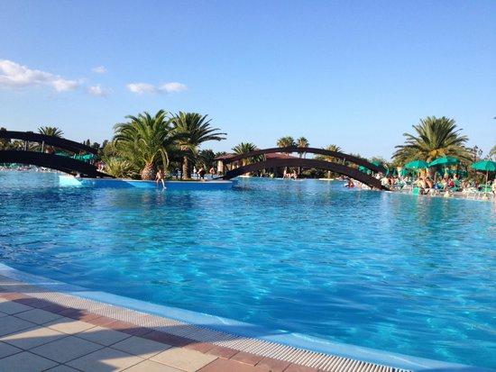 Piscina foto di club hotel marina beach orosei for Piscina n club