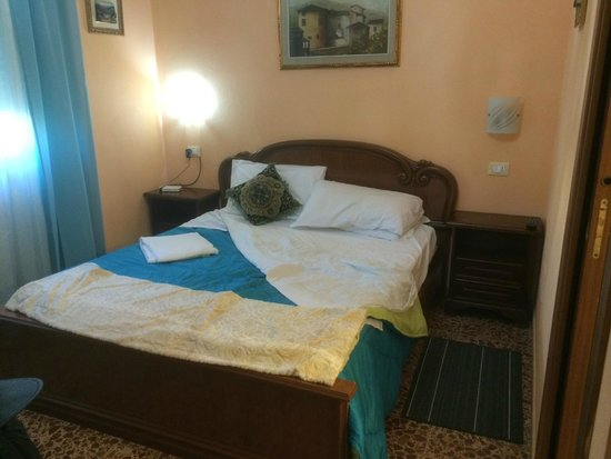 A Casa Doina Airport 2 : Front Ground Floor Double Room
