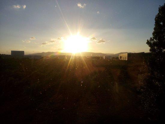 Ibis Perpignan Nord : Coucher de soleil depuis la chambre