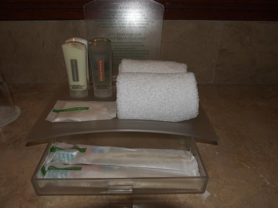 Holiday Inn Manila Galleria: Bathroom amenities