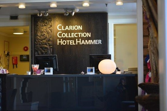 Clarion Collection Hotel Hammer: Front desk