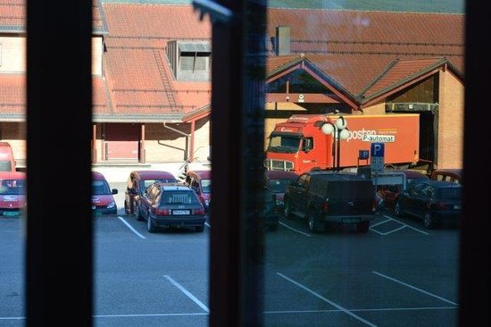 Clarion Collection Hotel Hammer: mail van activity early morning, see from our room