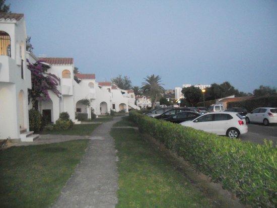 Apartamentos Son Bou Gardens: path between apartments and main rd (1 way)