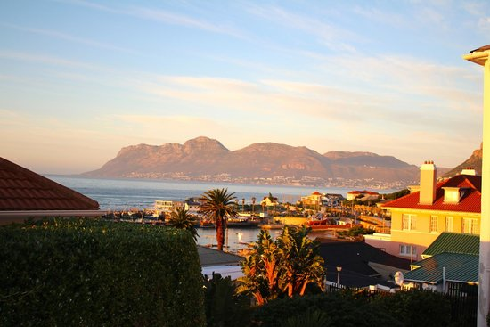 Kalk Bay Guest House: Views from the Harbour facing room