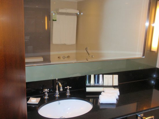 Marco Polo Hongkong Hotel : bathroom