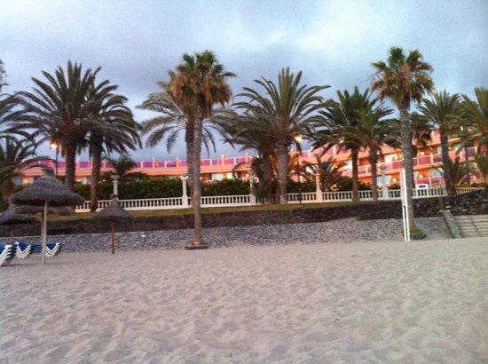 Mediterranean Palace Hotel : Beach on hotel doorstep