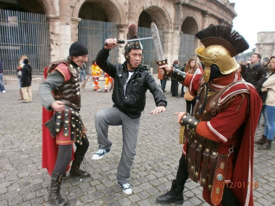 """Colosseum: little atraction with the """"GLADIATORS"""""""