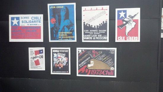 Museo de la Memoria y los Derechos Humanos (Museum der Erinnerung und der Menschenrechte): Mural de una exposición de afiches contra la dictadura en el Mundo