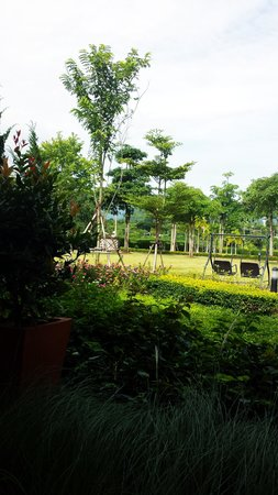 Ma Villa : Nice garden with Khao Yai view