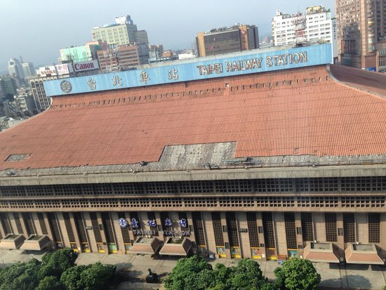 Palais de Chine Hotel : View from the room, Taipei main station