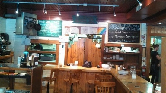 Copper Creek Inn Restaurant: When you walk in...there's a counter and little gift shop...