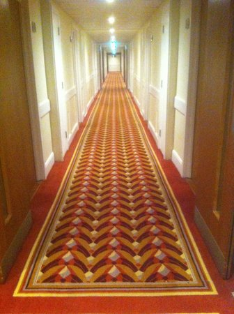 Holiday Inn London - Kensington High Street: corridor