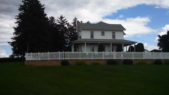 Field of Dreams Movie Site: the house is maintained just as it was in the movie... you cannot go inside though