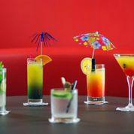 Holiday Inn Cannes : Try our cocktails at teh Pondichery Bar