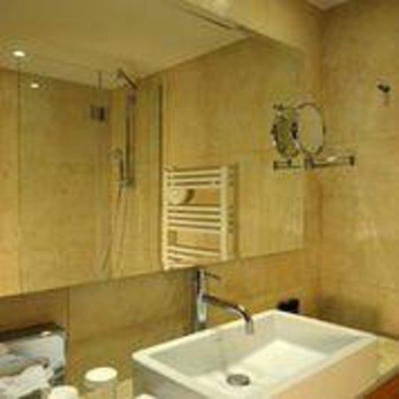 Holiday Inn Cannes : Bathroom