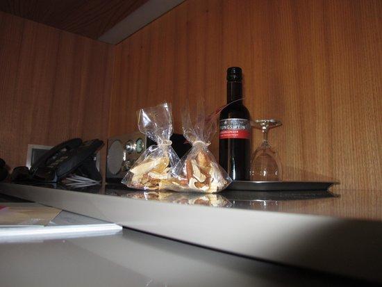 Kartause Ittingen: le cadeau de bienvenue (vin rouge et fruits séchés de la propre production)