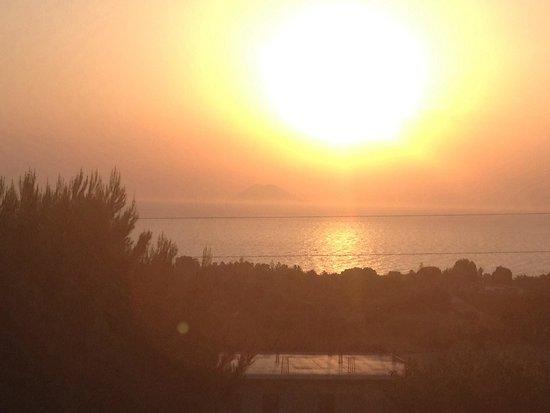 Hotel  La Bussola: Stromboli al tramonto