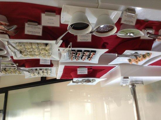 Cozumel Palace: Sushi anyone! Delicious