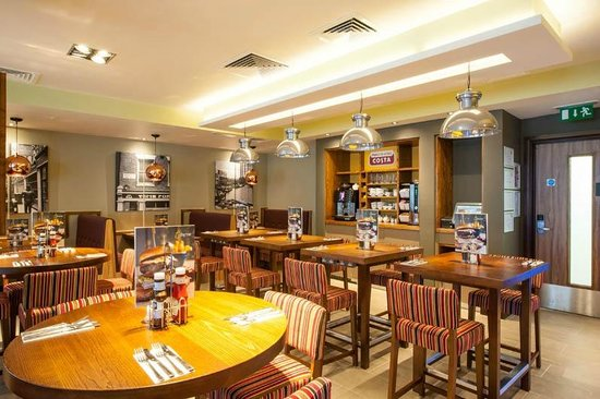 Premier Inn London Hackney Hotel: Restaurant