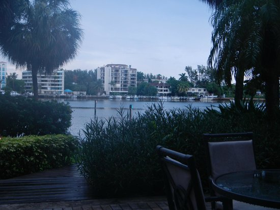 Palmeiras Beach Club at Grove Isle: Patio view