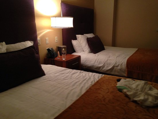 Mount Airy Casino Resort: Dbl queen room with mini bar and Keurig!