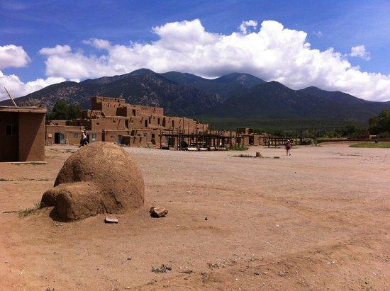 El Monte Sagrado: Taos Pueblo