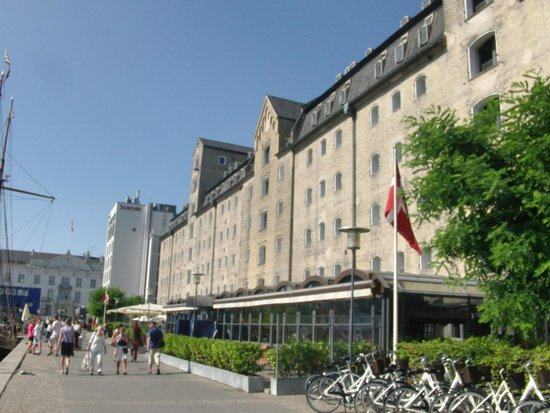 Copenhagen Admiral Hotel: Achterzijde hotel aan de haven