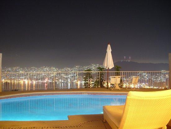 Las Brisas Acapulco: Vista nocturna desde habitacion