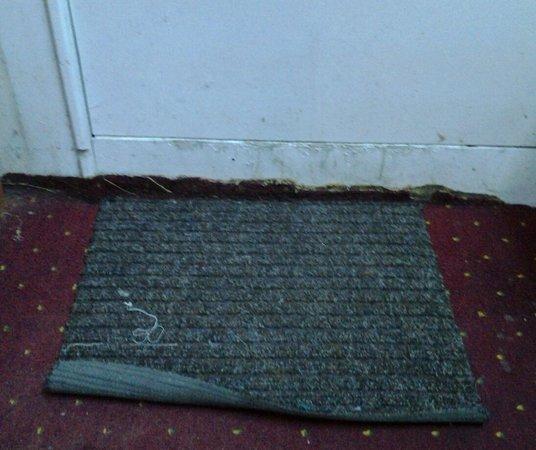 Ganga Hotel: Door mat in room