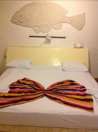 Safari Inn: main bed
