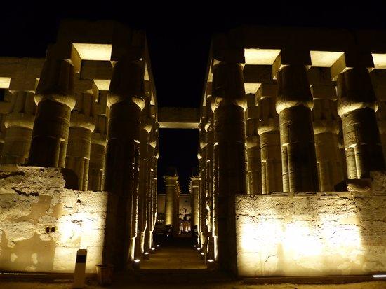 Hilton Luxor Resort & Spa : Luxor Temple by night