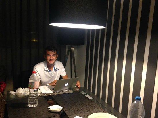 MH Apartments Opera Rambla: sitting room 2