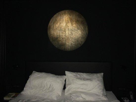 Kameha Grand: Mond über dem Bett