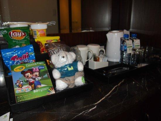 Holiday Inn & Suites Makati: Minibar items