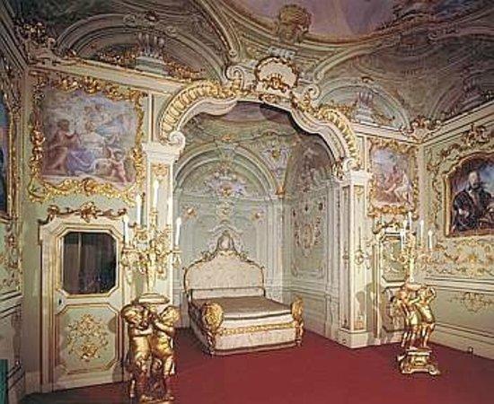 Via Garibaldi: Camera matromoniale di Palazzo rosso