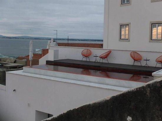 Memmo Alfama Hotel : piscine de l'hôtel Alfama