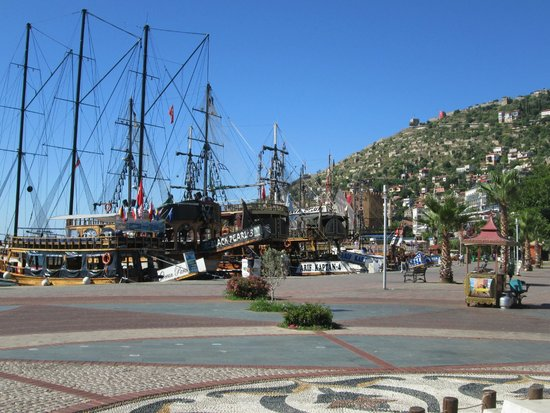 Tac Premier Hotel and Spa Alanya: Pleasure cruisers in the harbour
